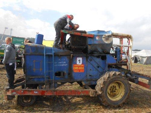 Foto van een Clayson M 103. pikdorsercross Opglabbeek 26/08/2012 Radiator lekte. Geplaatst door fendt4ever op 29-08-2012 om 20:48:01, met 7 reacties.