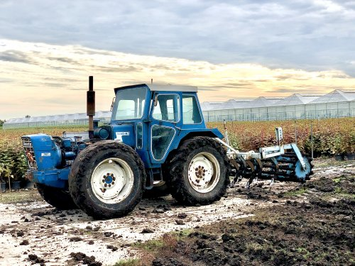 Foto van een County 1164, vandaag gespeelt met de county. Even de cultivator er achter. Ging prima😁