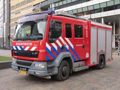 Foto van een DAF LF55, opgebouwd als brandweer.. Geplaatst door xrayjaco op 20-03-2017 om 12:29:48, op TractorFan.nl - de nummer 1 tractor foto website.