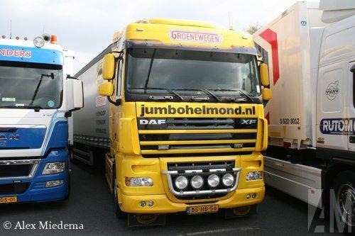 Foto van een DAF XF105, opgebouwd als zeilenwagen.. Geplaatst door Alex Miedema op 15-04-2014 om 00:44:38, op TractorFan.nl - de nummer 1 tractor foto website.
