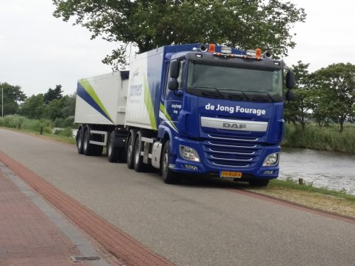 Foto van een DAF XF van ff logistics ( ForFarmers Hendrix ) (Lochem) ×, opgebouwd voor bulktransport.