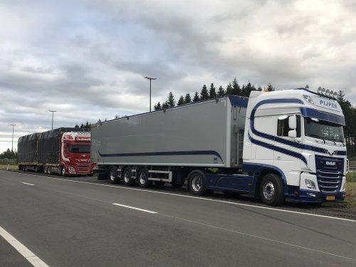 Hier zie je Pijper Handel (Woerden) × met een DAF XF Euro 6, opgebouwd voor bulktransport.. Geplaatst door colin-haselaar op 13-09-2019 om 09:57:31, op TractorFan.nl - de nummer 1 tractor foto website.