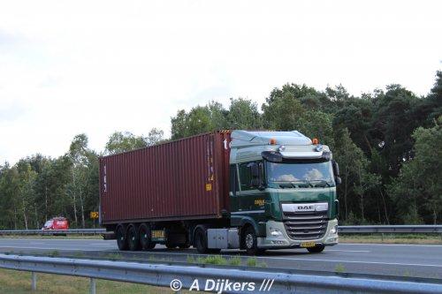 Kijk, daar heb je Bolk Transport B.V. (Almelo) × met een DAF XF Euro 6, opgebouwd voor containertransport.