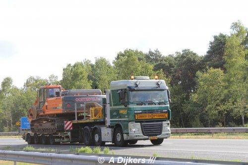 Hier zie je Bolk Transport B.V. (Almelo) × met een DAF XF105, opgebouwd voor speciaal transport.. Geplaatst door arjan-dijkers op 08-02-2020 om 06:58:08, op TractorFan.nl - de nummer 1 tractor foto website.