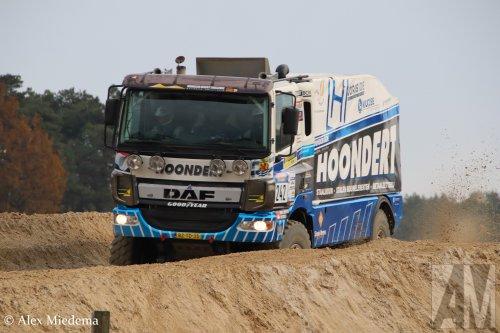 Hoondert (Kapelle) ×, Hoondert VOF (Heinkenszand) × op de foto met een DAF CF Euro 6, opgebouwd als rallytruck.  https://www.youtube.com/watch?v=LM5oixWEGl8