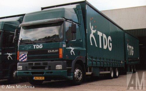 Foto van een DAF 85CF, opgebouwd als zeilenwagen.. Geplaatst door Alex Miedema op 08-09-2014 om 14:01:24, op TractorFan.nl - de nummer 1 tractor foto website.