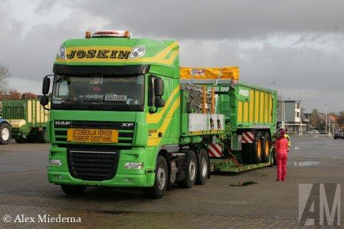 Foto van een DAF XF105, opgebouwd voor speciaal transport.. Geplaatst door Alex Miedema op 15-12-2014 om 18:38:05, op TractorFan.nl - de nummer 1 tractor foto website.