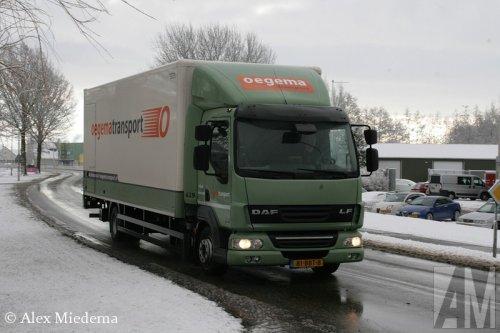 Foto van een DAF LF45, opgebouwd met gesloten opbouw. Berlikum, 5 februari 2015.. Geplaatst door Alex Miedema op 05-02-2015 om 19:54:36, op TractorFan.nl - de nummer 1 tractor foto website.