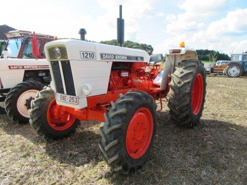 Foto van een David Brown 1210.   Tractor wijding te Sint Pieters Rode, filmpje van de start: https://youtu.be/60DtknGCx7E