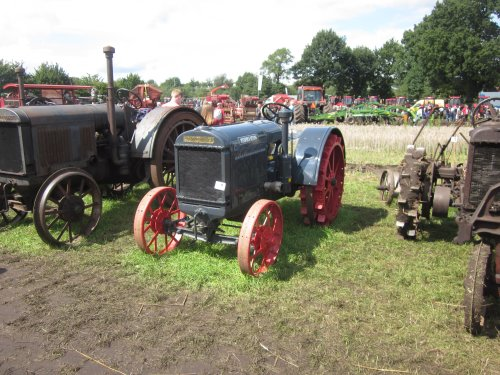 Foto van een Deering 10-20. Geplaatst door jordi 1455 op 08-12-2017 om 23:12:36, op TractorFan.nl - de nummer 1 tractor foto website.