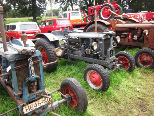 Foto van een Deering F 12 G. Geplaatst door jordi 1455 op 13-12-2017 om 22:14:49, op TractorFan.nl - de nummer 1 tractor foto website.
