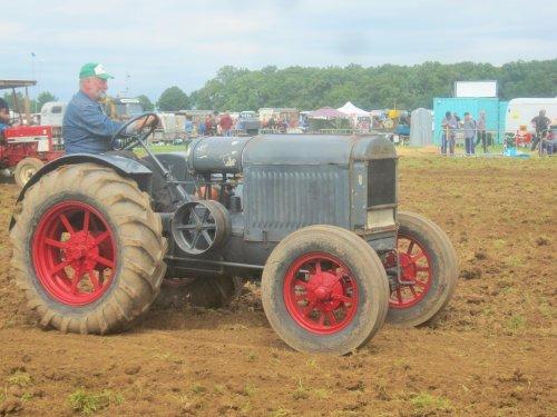 Foto van een Deering 10-20. Geplaatst door jordi 1455 op 18-08-2016 om 19:08:21, op TractorFan.nl - de nummer 1 tractor foto website.
