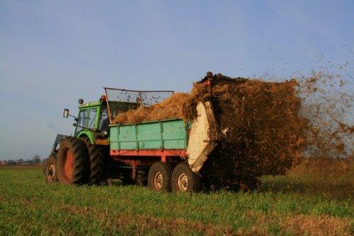 Foto van een Deutz D7206, bezig met bemesten.. Geplaatst door Ernst-Jan op 25-02-2008 om 18:59:19, op TractorFan.nl - de nummer 1 tractor foto website.