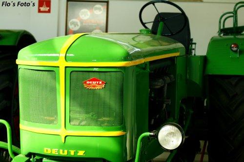 Foto van een Deutz F6L514 op basis van een F4 poseren in de trekkermuseum van Oskar Vogel Paderborn. Geplaatst door Florian op 14-01-2017 om 20:51:12, op TractorFan.nl - de nummer 1 tractor foto website.