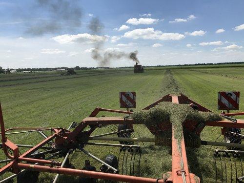 Foto van een Deutz D10006, druk bezig voor de Freeman pers. Geplaatst door Angelo368 op 10-07-2017 om 23:05:55, op TractorFan.nl - de nummer 1 tractor foto website.