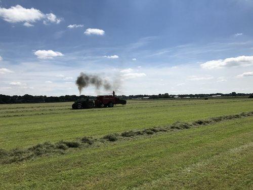 Foto van een Deutz D10006, druk bezig voor de Freeman pers, [@dx11] [@keez]. Geplaatst door Angelo368 op 10-07-2017 om 23:06:13, op TractorFan.nl - de nummer 1 tractor foto website.