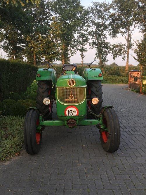 Foto van een Deutz D6005. Geplaatst door de trekker gek op 29-08-2017 om 00:50:13, op TractorFan.nl - de nummer 1 tractor foto website.