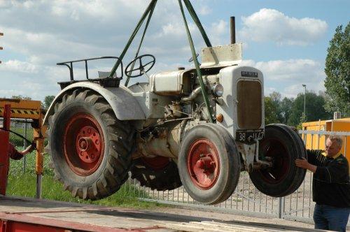 Foto van een Deutz F2M315, in de takels. Geplaatst door colonge op 29-08-2017 om 04:10:24, op TractorFan.nl - de nummer 1 tractor foto website.