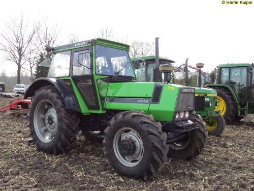 Foto van een Deutz DX 90. Geplaatst door oldtimergek op 19-04-2018 om 11:51:48, op TractorFan.nl - de nummer 1 tractor foto website.