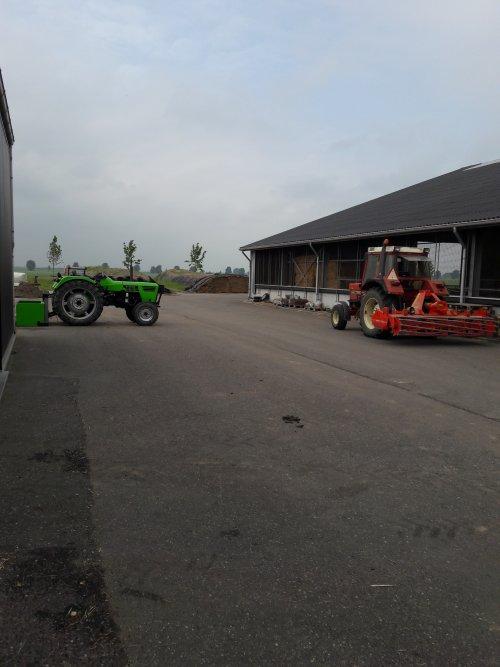 Foto van een Deutz D4006 samen met de 743xl aant klussen. Geplaatst door Mijn-eerste-deutz op 02-06-2018 om 16:17:50, op TractorFan.nl - de nummer 1 tractor foto website.