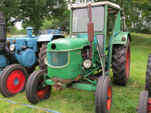 Foto van een Deutz D6005 , oldtimer weekend schoonoord 2018 ( 9 en 10 juni ). Geplaatst door oldtimergek op 11-06-2018 om 18:27:46, op TractorFan.nl - de nummer 1 tractor foto website.