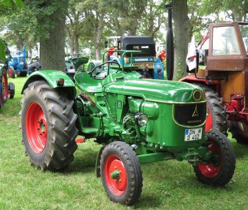 Foto van een Deutz D40 tijdens het oldtimertreffen in Eschweiler über Feld (D) afgelopen weekend.. Geplaatst door Oldtimer-fan op 26-06-2018 om 18:01:23, op TractorFan.nl - de nummer 1 tractor foto website.