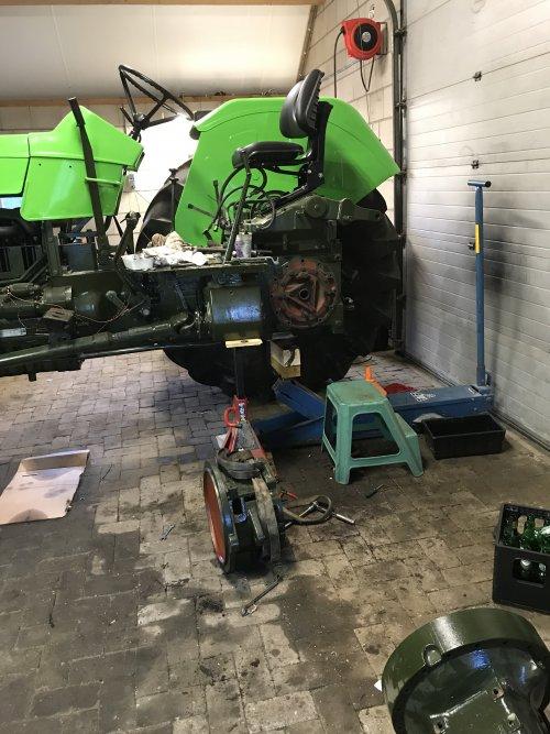 Foto van een Deutz D13006 remmen oplappen. Geplaatst door TrayanDeutz op 09-08-2018 om 22:22:00, op TractorFan.nl - de nummer 1 tractor foto website.