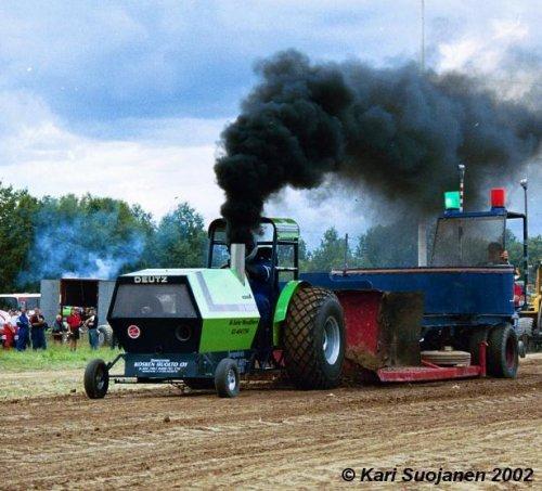 Foto van een Deutz Onbekend, bezig met tractorpulling. jip en janneke ding hahah. Geplaatst door Christiaan fordnh op 11-05-2008 om 00:26:54, met 15 reacties.