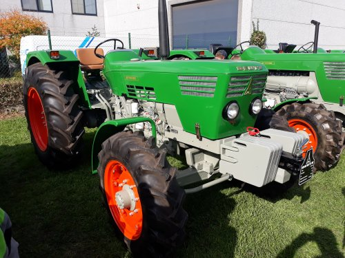 Foto van een Deutz 7006, bij Geldof tractors, opendeurdag. Ongelofelijk wat deze man allemaal bezit.