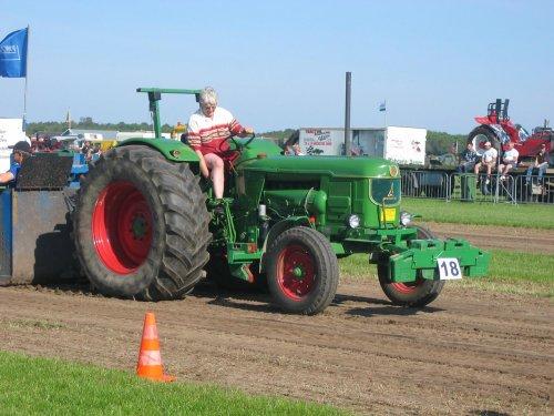 Foto van een Deutz D9005, bezig met tractorpulling.. Geplaatst door caseih1056xl op 13-05-2008 om 18:45:44, met 17 reacties.