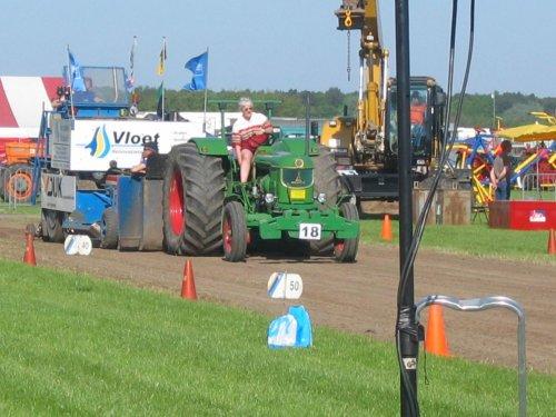 Foto van een Deutz D9005, bezig met tractorpulling.. Geplaatst door caseih1056xl op 13-05-2008 om 18:45:55, met 2 reacties.