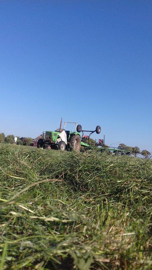 Foto van een Deutz D6206 aan het schudden. Geplaatst door mennodeutz op 10-01-2019 om 21:23:38, op TractorFan.nl - de nummer 1 tractor foto website.