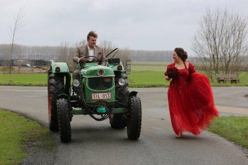 En ze had nog zo gezegd,die ene dag ga je eens niet met de tractor rijden,maar t moest van de fotograaf.
