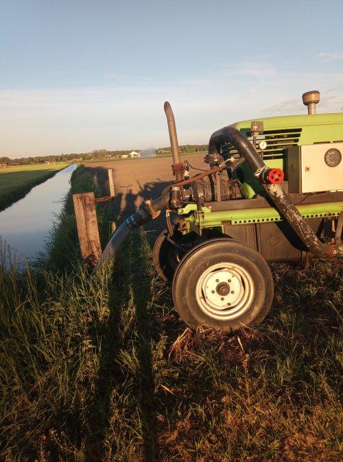 Foto van een Deutz Onbekend de haspel is weer bezig en de 6 pitter kan weer diesel verstoken🙄. Geplaatst door Nick van Oosterhout op 26-05-2019 om 16:46:37, met 10 reacties.