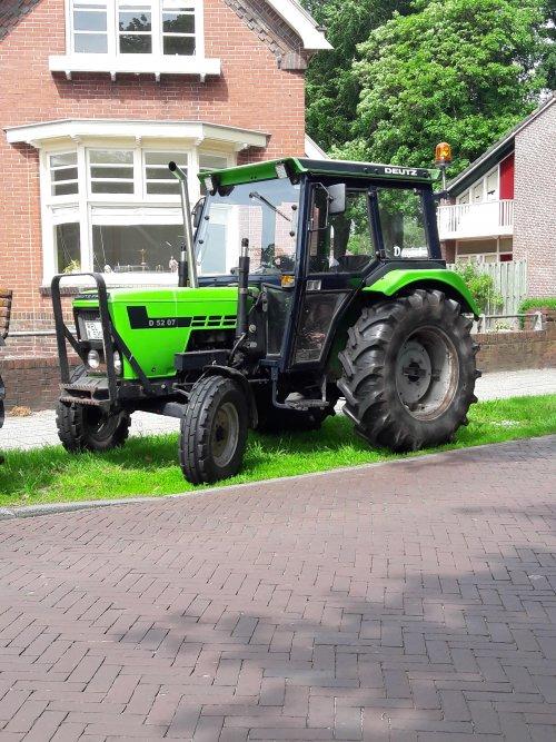 Foto van een Deutz D5207. Geplaatst door bob de bouwer op 03-06-2019 om 20:04:34, op TractorFan.nl - de nummer 1 tractor foto website.