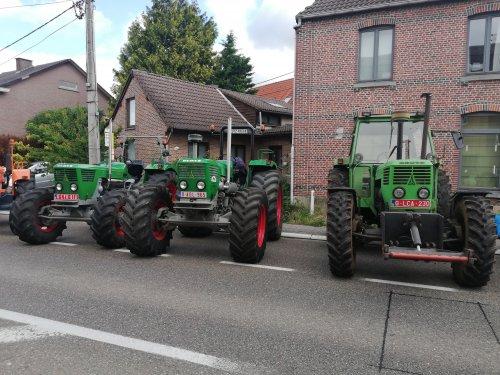 Foto van een Deutz D13006. Eerste van links is een D10006, 2de en derde een D13006 tijdens de tractor rondrit van de Hagelandse tractor vrienden te Rotselaar.  Filmpje van de start: https://youtu.be/faufQK7xTwI