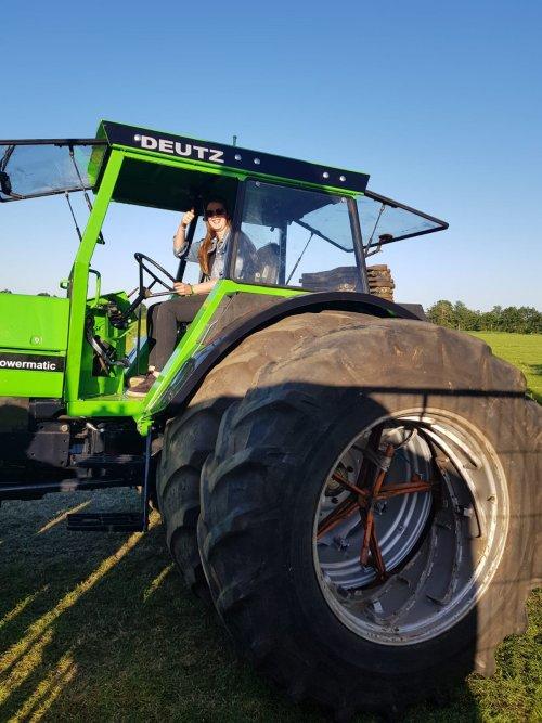 Kijk, daar heb je Ceezz Technische en Agrarische Dienstverlening (Marum) × met een Deutz DX 160.. Geplaatst door keez op 01-07-2019 om 21:21:17, met 3 reacties.