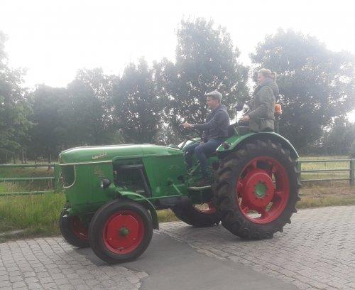 Foto van een Deutz D40S vandaag op de rondrit in haasdonk.. Geplaatst door stijn-de-bock op 14-07-2019 om 22:46:05, op TractorFan.nl - de nummer 1 tractor foto website.