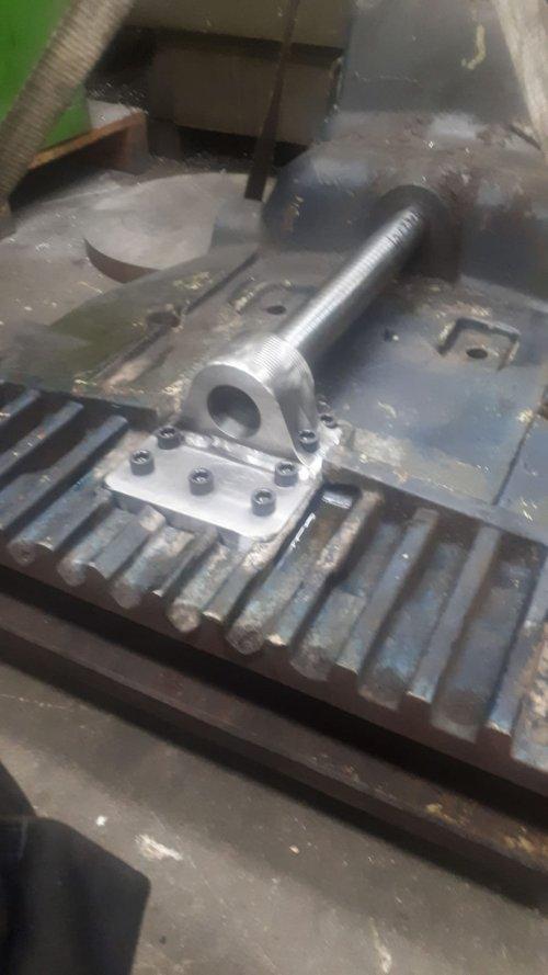 Foto van een Deutz D13006 het vooraslager is klaar dus de trekker kan binnenkort weer opgebouwd worden