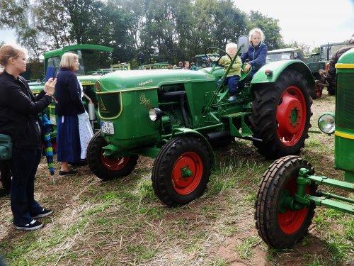 Foto van een Deutz D40. Geplaatst door Renaultgek op 12-09-2019 om 01:44:09, op TractorFan.nl - de nummer 1 tractor foto website.