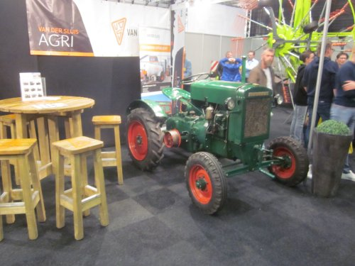 Foto van een Deutz F1M414. Geplaatst door jordi 1455 op 02-11-2019 om 19:53:24, op TractorFan.nl - de nummer 1 tractor foto website.