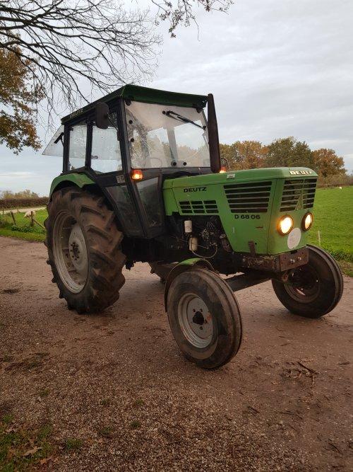 Foto van een Deutz D6806 druk bezig met te koop zijn. Geplaatst door sjonnies op 15-11-2019 om 22:39:45, op TractorFan.nl - de nummer 1 tractor foto website.