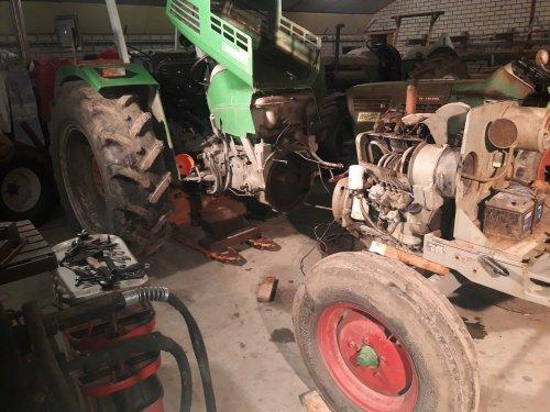 Foto van een Deutz D5006 even het druklager van de koppeling vervangen💪. Geplaatst door Deutz-5006 op 20-12-2019 om 13:27:12, op TractorFan.nl - de nummer 1 tractor foto website.