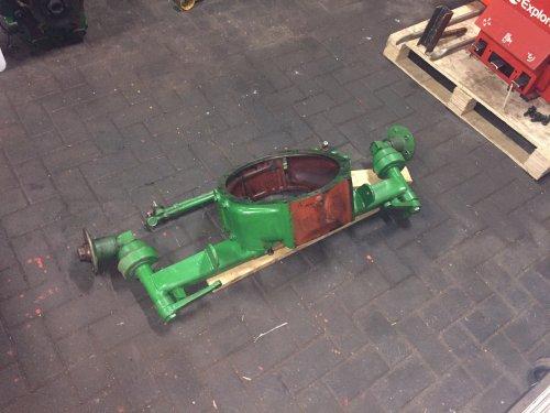 Foto van een Deutz D15  al weer een paar onderdelen klaar om kaal te schuuren. Geplaatst door steyr 9087 op 29-02-2020 om 22:28:18, op TractorFan.nl - de nummer 1 tractor foto website.