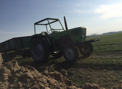 Foto van een Deutz D6806 grond rijden. Geplaatst door Roeldeutzdx op 08-03-2020 om 11:11:29, op TractorFan.nl - de nummer 1 tractor foto website.