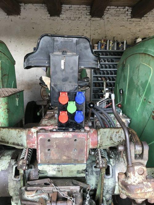 Foto van een Deutz D9006, project hydrauliek. Check.. Geplaatst door MulderDeutz1 op 14-03-2020 om 17:30:37, met 9 reacties.