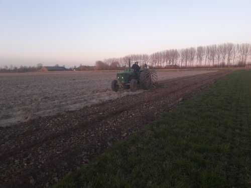 Foto van een Deutz D5006 land klaarleggen voor de zomertarwe. Geplaatst door Deutz-5006 op 23-03-2020 om 18:56:48, met 5 reacties.