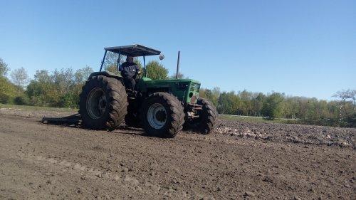 Foto van een Deutz D10006 zaaibed maken voor de mais. Geplaatst door dx11 op 16-05-2020 om 11:46:31, op TractorFan.nl - de nummer 1 tractor foto website.