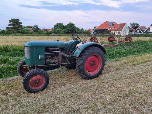 Foto van een Deutz F2L514 met Vicon Acrobaat. Geplaatst door LG0enga op 26-06-2020 om 22:44:19, op TractorFan.nl - de nummer 1 tractor foto website.