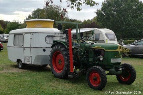Foto van een Deutz Onbekend + Eriba op vakantie-trektocht samen met een Güldner G30 (zie aldaar). Geplaatst door Paul Gravemaker op 09-12-2020 om 14:28:42, op TractorFan.nl - de nummer 1 tractor foto website.